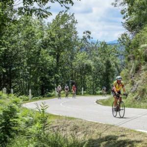 course-cycliste-ardechoise-peloton-cyclosportifs-intres