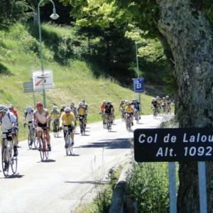 course-cycliste-ardechoise-peloton-cyclosportifs-lalouvesc
