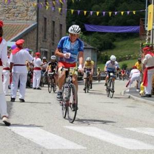 course-cycliste-ardechoise-village-saint-julien-d-intres